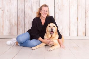 Foto: Martine en haar geleidehond Hino