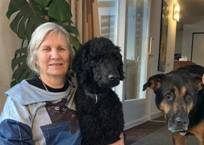 Foto: Charlotte van de Molengraft en haar geleidehond Dyzo